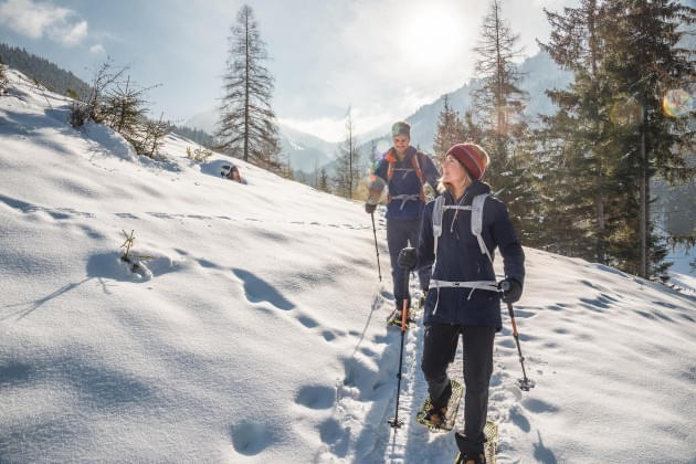 Winter-hiking-and-snow-shoe-hiking